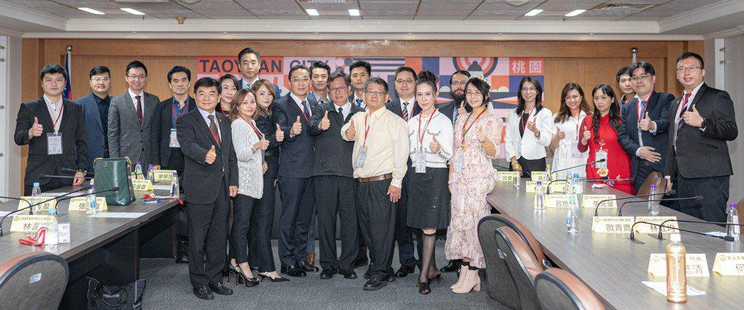 華人公益金傳獎企業代表拜訪桃園市,與鄭文燦市長合影。 中華工商經貿科技發展協會/...