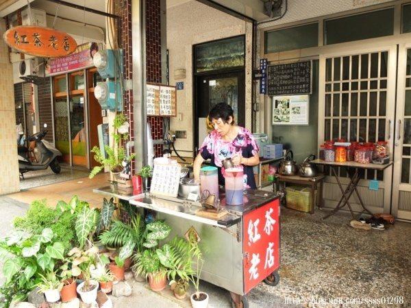 巷弄裡的家庭式紅茶老攤是熟門熟路的內行客人才會知道的在地私房飲料店。