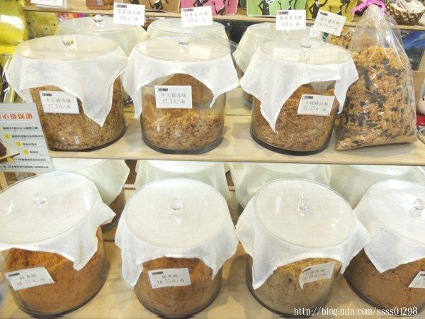 傳統口味的招牌肉酥仍是店家引以為傲的人氣商品,老師傅每天純手工新鮮炒焙肉品。