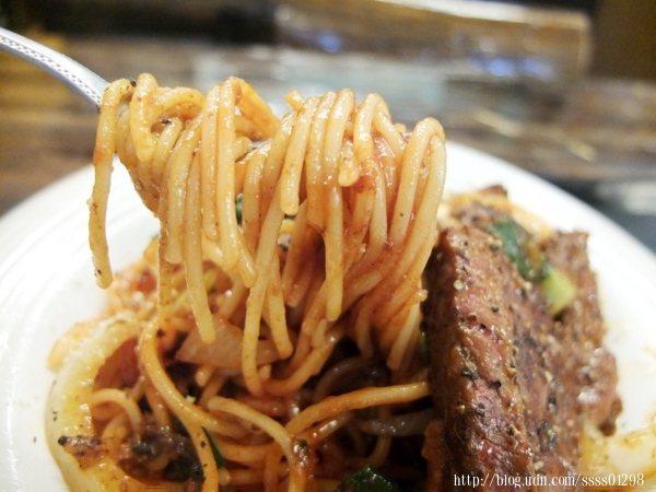 茄汁紅醬調理得宜,醬不會太過稀淡或太過於濃稠,介於之間的滑順度。