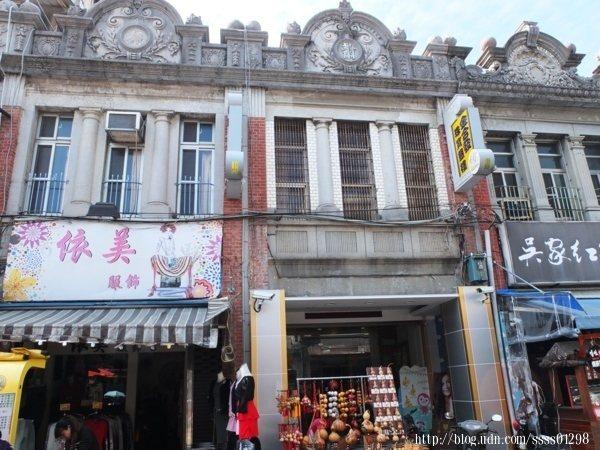 充滿復古風情的老建築十分耐人尋味,因此旗山老街除美食好吃之外,欣賞完整保留的建築物也是一大重點。