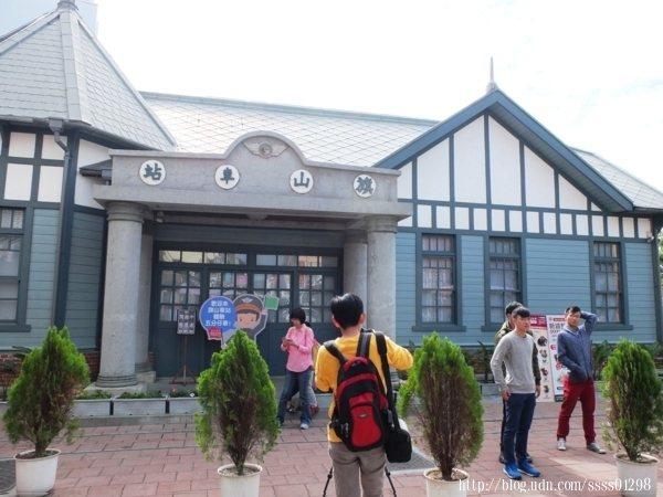說到旗山老街打卡景點前三名一定會有「旗山車站」,結合歐式與日式洋樓建築風格的木造車站,渾然天成的最美外拍背景。