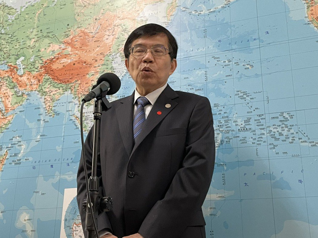 交通部長王國材接受媒體聯訪。記者曹悅華/攝影