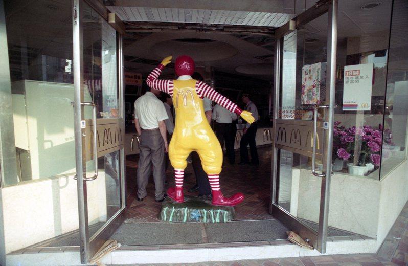 麥當勞永和店發生土製炸彈爆炸,造成四人受傷,麥當勞台灣總公司宣布全台灣所有五十七家分店暫停營業。圖/聯合報系資料照