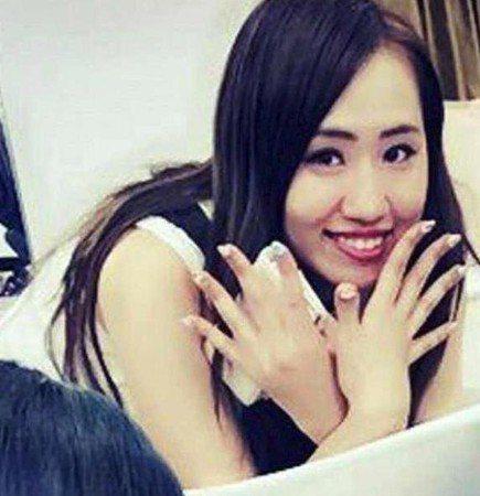 須藤早貴曾當過AV女優。圖/摘自推特