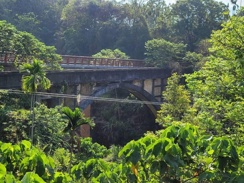 南投國姓北圳橫跨五棚坑溪的拱型水橋造型典雅。圖/讀者提供