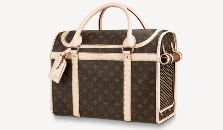 LV寵物袋,97,500元。圖/取自LV官網