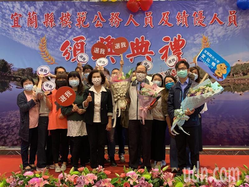 工商旅遊處長李東儒(右5)獲提報,參選行政院公務人員選拔。記者林佳彣/攝影