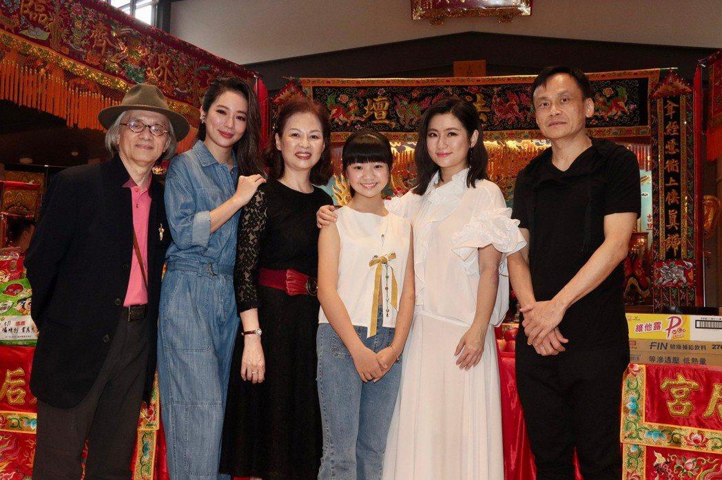 左起鄧志鴻、高宇蓁、赫容、吳以涵、Selina、陳以文出席「頭七」開鏡記者會。記...