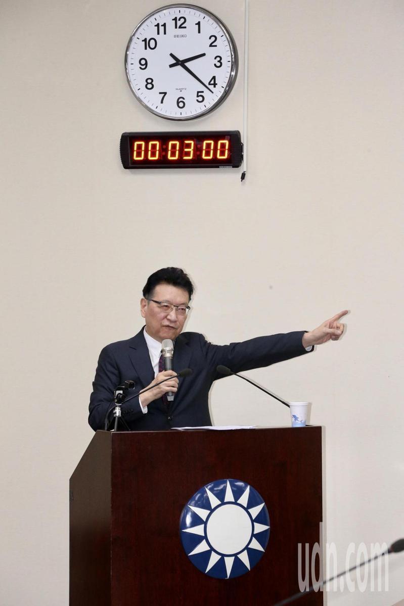 中廣董事長趙少康應國民黨中常會以「團結、奮鬥、救台灣」進行專題講演,一開頭表明不會參選黨主席,不管修或不修,都不會選。記者黃義書/攝影