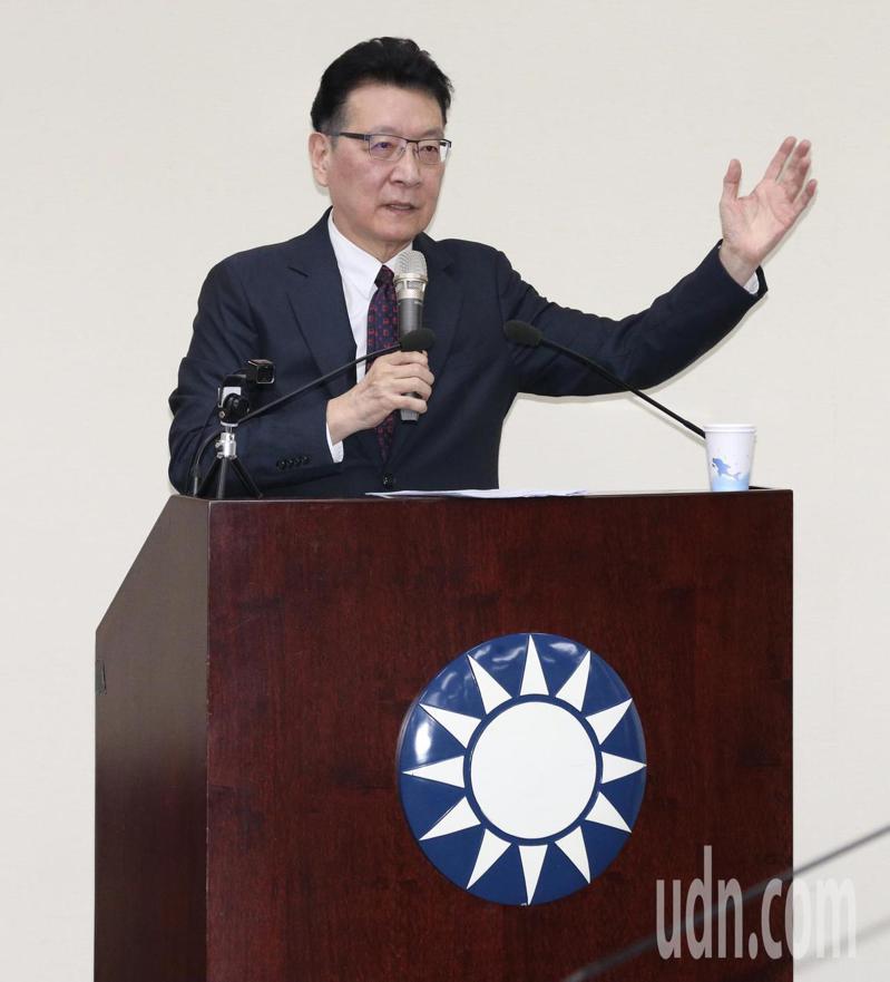 趙少康應邀到國民黨中常會演講,提到黨內有人批評他重回國民黨,罵道「外省人又回來了」,讓他耿耿於懷。記者黃義書/攝影