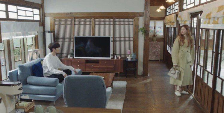 Nana在「Oh!珠仁君」詮釋Peekaboo Essentially手袋。圖/...