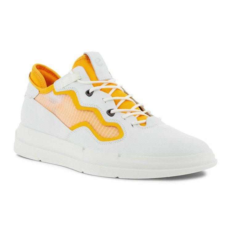 ECCO SOFT X柔酷X系列鞋5,980元。圖/ECCO提供