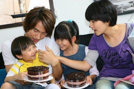 Ella(右起)、紀欣伶、言承旭、小小彬當年拍攝「就想賴著妳」。圖/摘自微博