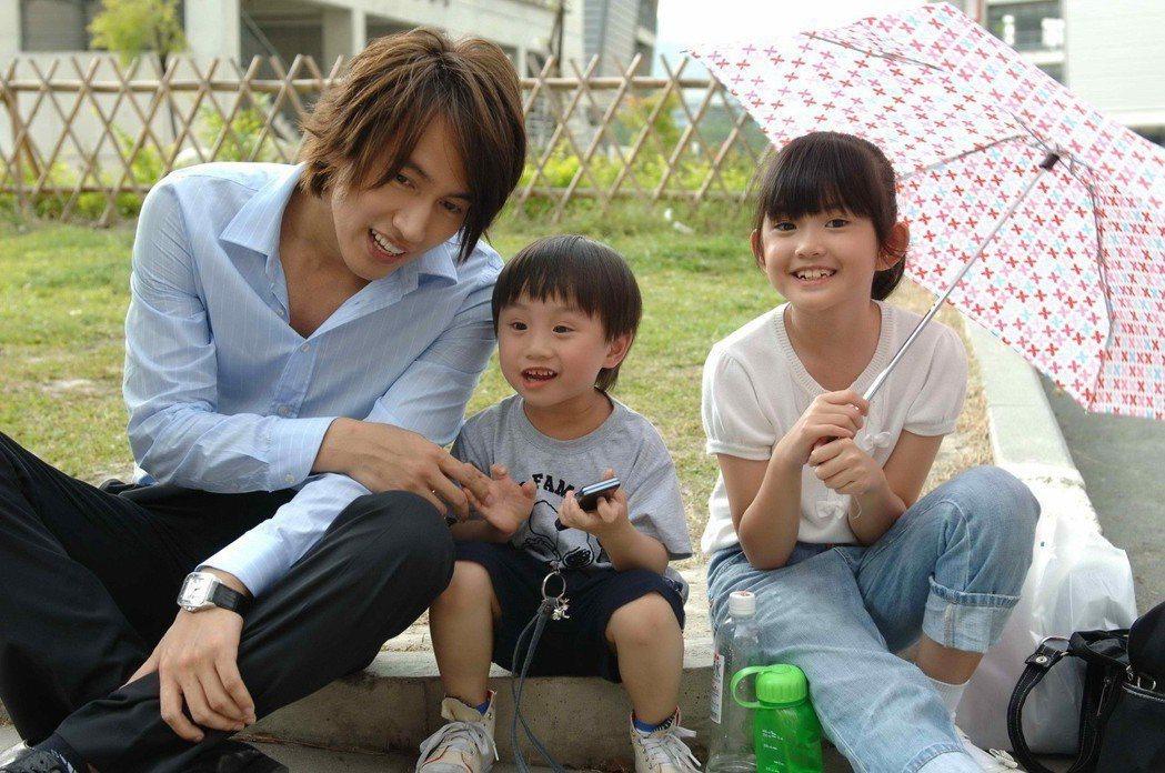 紀欣伶(右起)和小小彬當年在「就想賴著妳」戲中演出言承旭的姪女姪子。圖/本報資料...