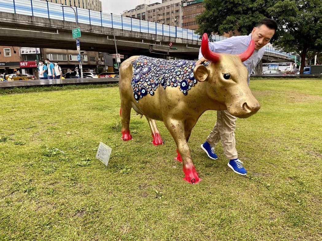 田定豐今朝聖「2021國際奔牛藝術EXPO台灣巡展」。圖/混種時代提供