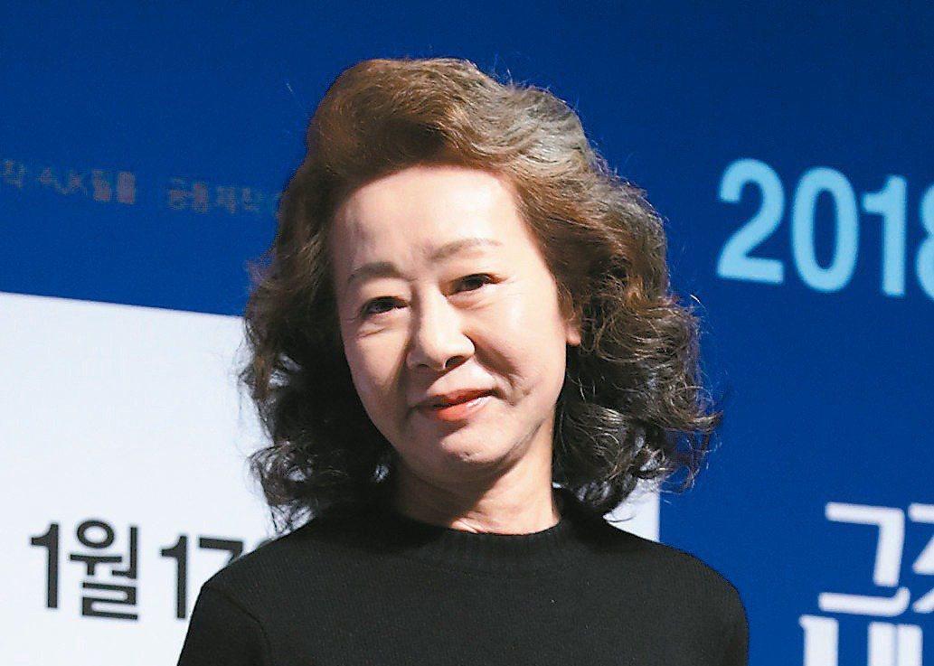 尹汝貞以「夢想之地」拿下奧斯卡獎最佳女配角。 (歐新社)