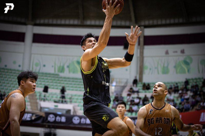 楊敬敏(中)雖拿下19分、5助攻,卻無法幫助夢想家守住勝利。圖/PLG提供