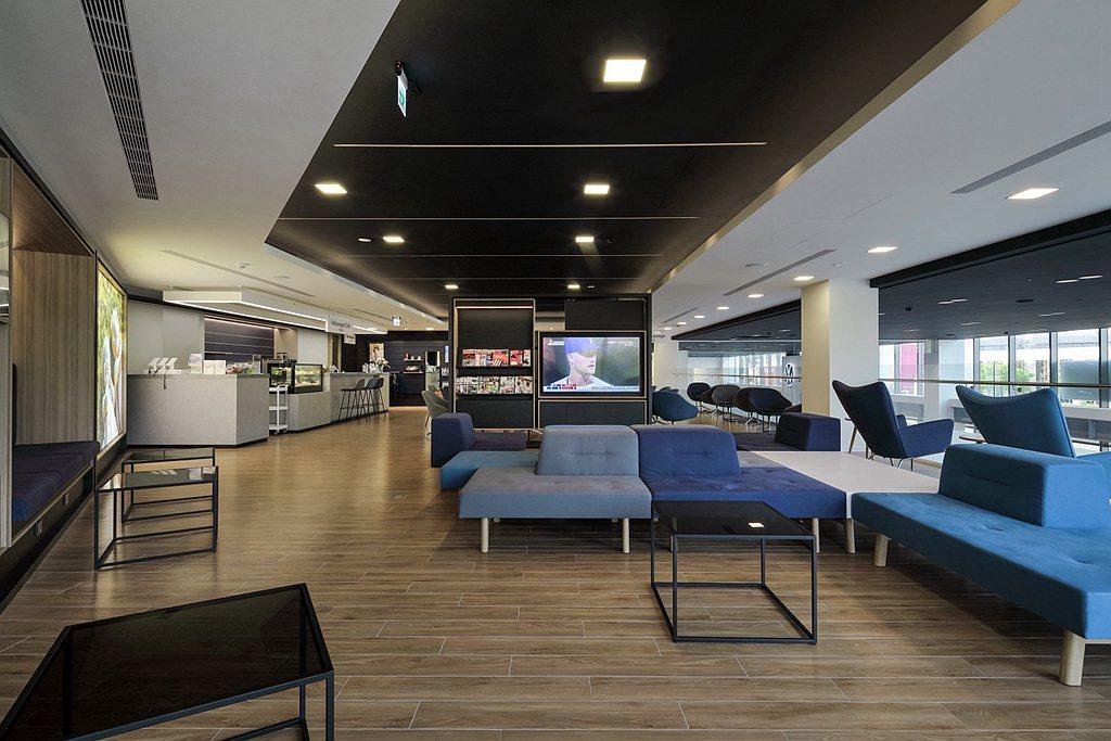 各樓層按照不同功能屬性闢建出新車展示銷售、精品配件展示區、VIP客戶休憩空間、咖...