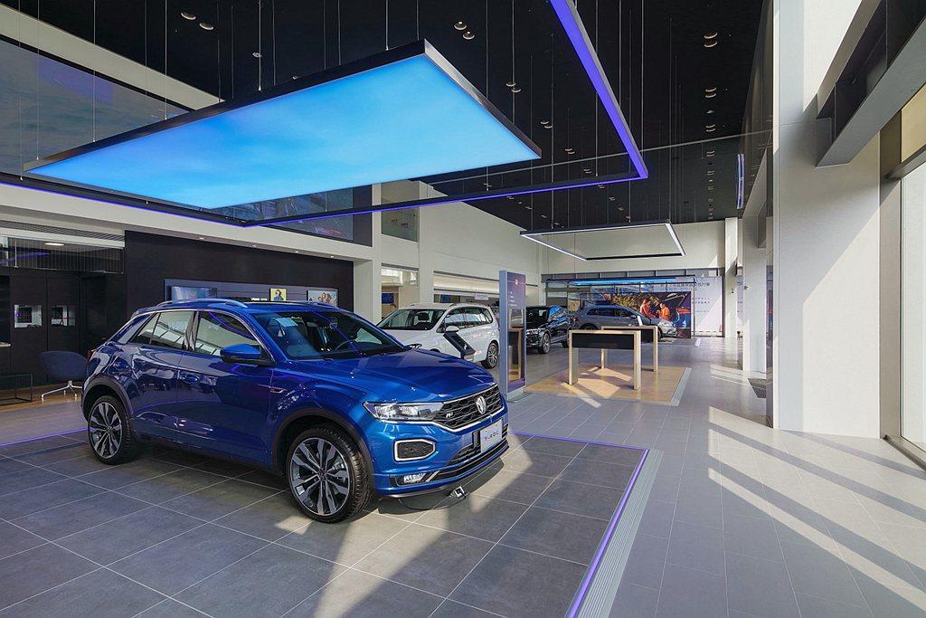 台灣福斯汽車預計今年陸續完成全台22處福斯展間更新計畫,延續品牌初衷「以人為本」...