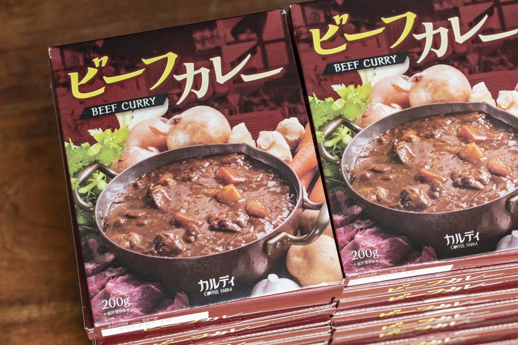 「KALDI 咖樂迪咖啡農場」在台灣生產的牛肉咖哩包。 圖/Hally Chen...