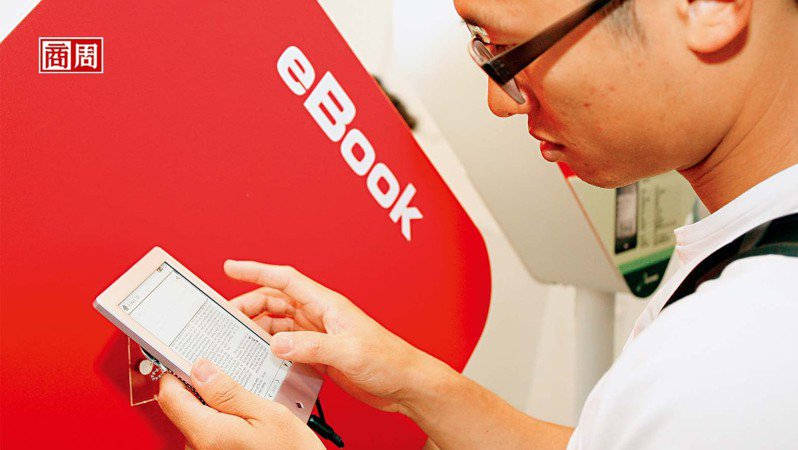 閱讀器改善了3C傷眼的問題,加上疫情改變消費者行為,2026年全球電子書市場規模預估是目前的2.4倍。 (攝影者.翁挺耀 )
