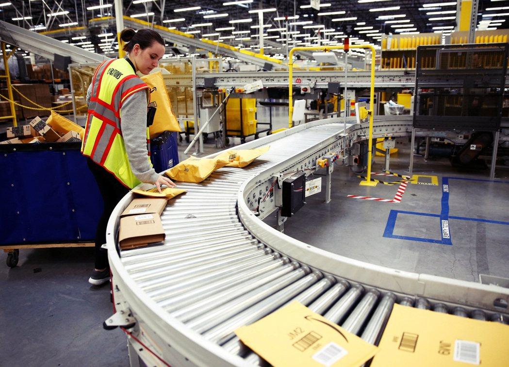 同時因全球貨運需求增加,亞馬遜全美最大的貝賽麥(Bessemer)倉儲和大約6,...