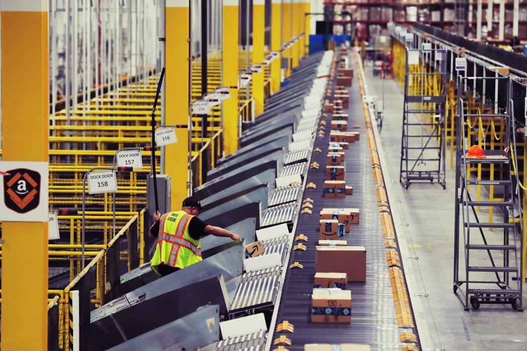 不堪惡劣勞動條件、或被非法解雇的倉儲工人,就悄悄地聯繫RWDSU工會,希望能獲得...