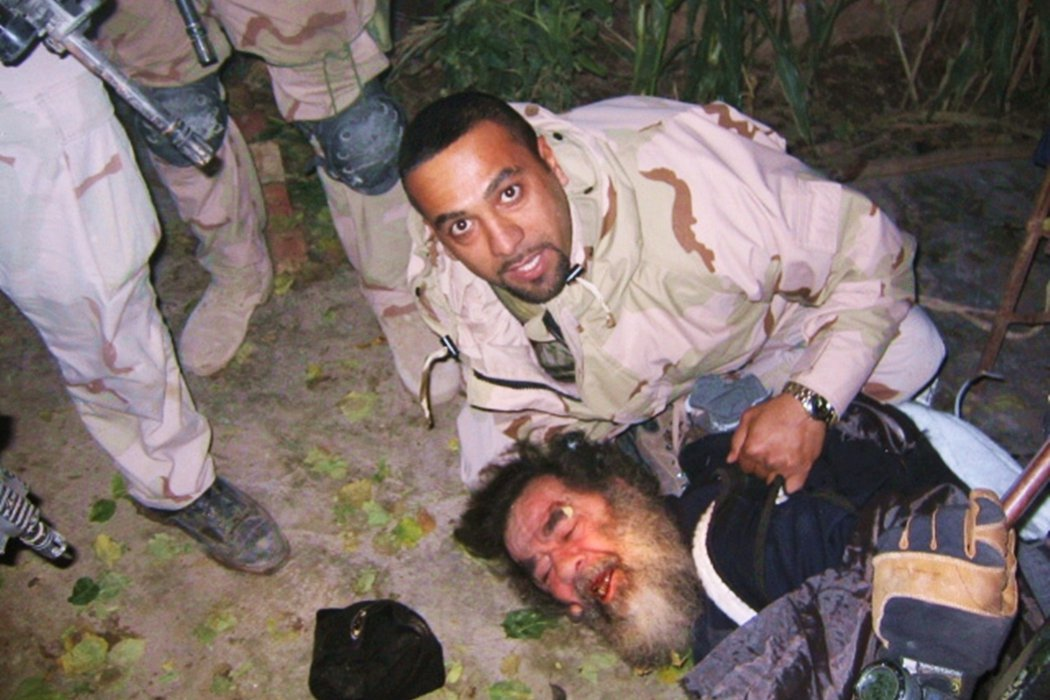 在2003年12月13日,美軍在伊拉克的道爾鎮發動「紅色黎明」(Operatio...