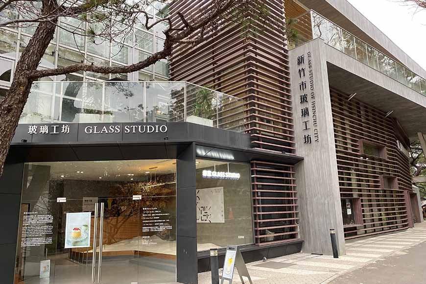 位於新竹公園內,由新竹老牌玻璃業「春池玻璃」規畫的空間。 圖/泰國劉德華 攝影