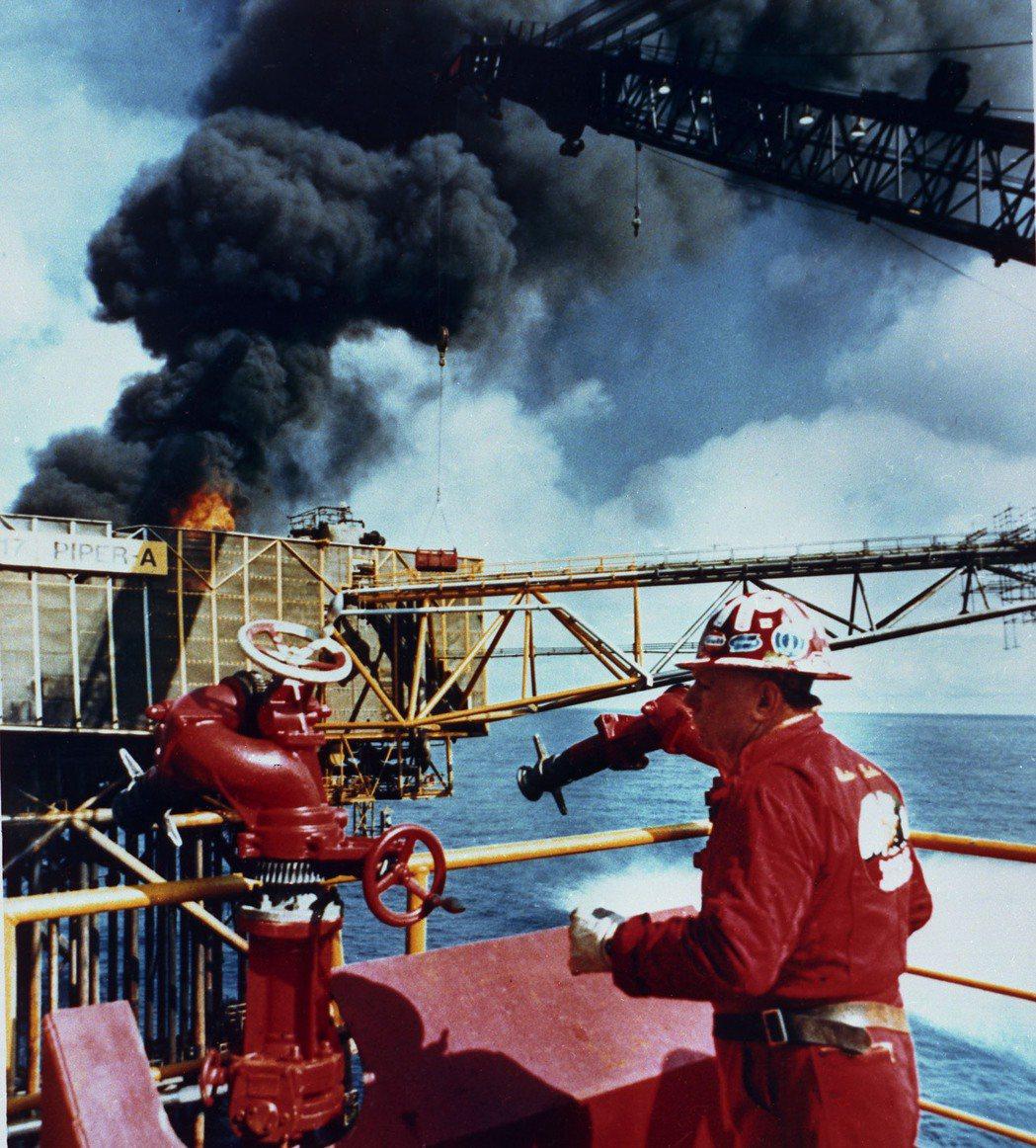 1970年代北海發現了大規模的海上油田,蘇格蘭政經結構就此因石油經濟而改變,並成...