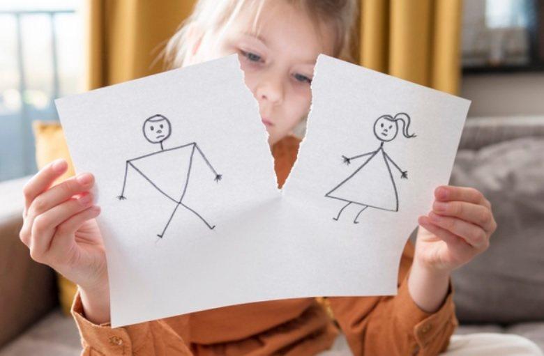 當父母確定離婚後,即使大人仍是漠視孩子的感覺,但所有有類似經驗的孩子都清楚地了解...