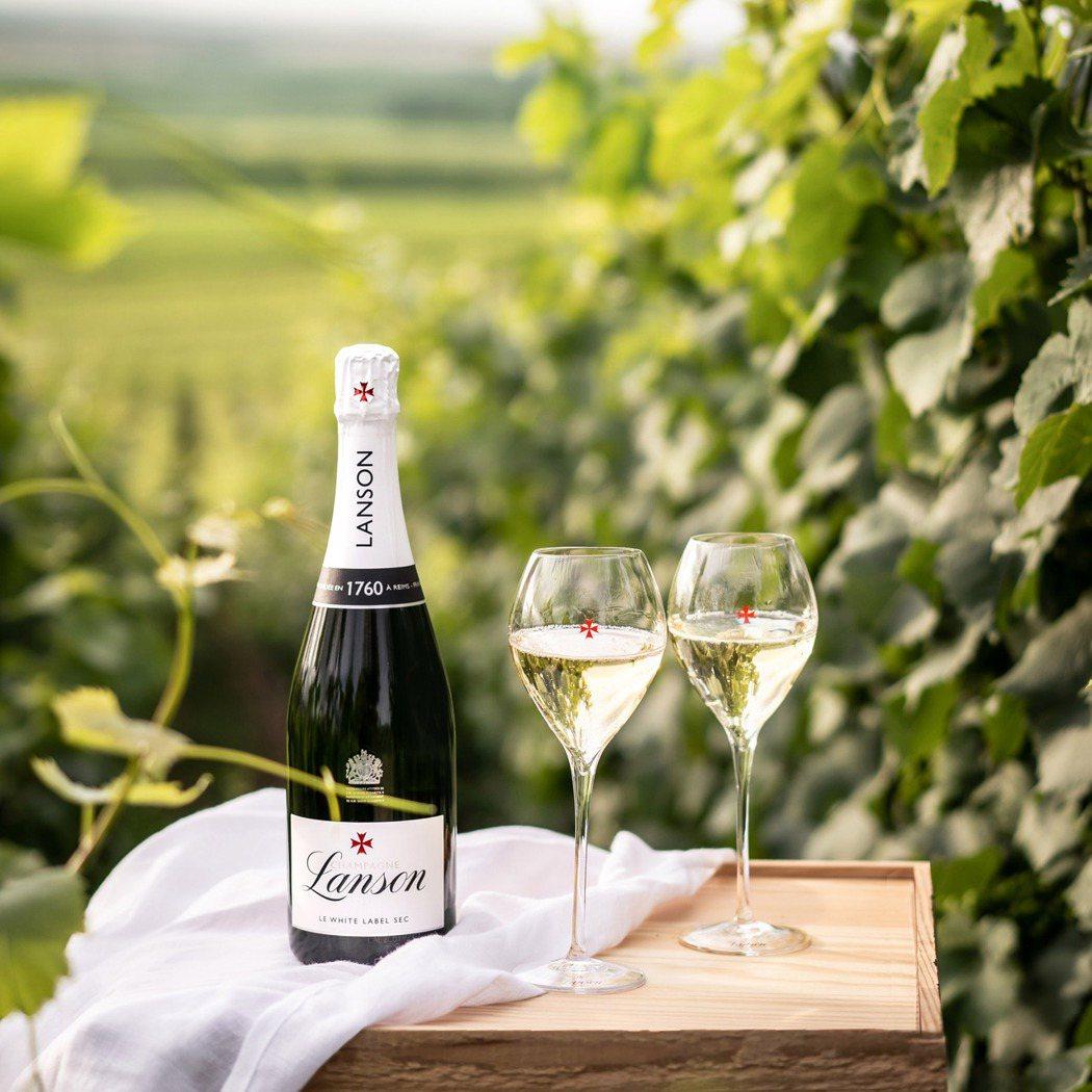 法國蘭頌雪白香檳(Sec) 0.75L,建議售價2,450元。橡木桶洋酒/提供
