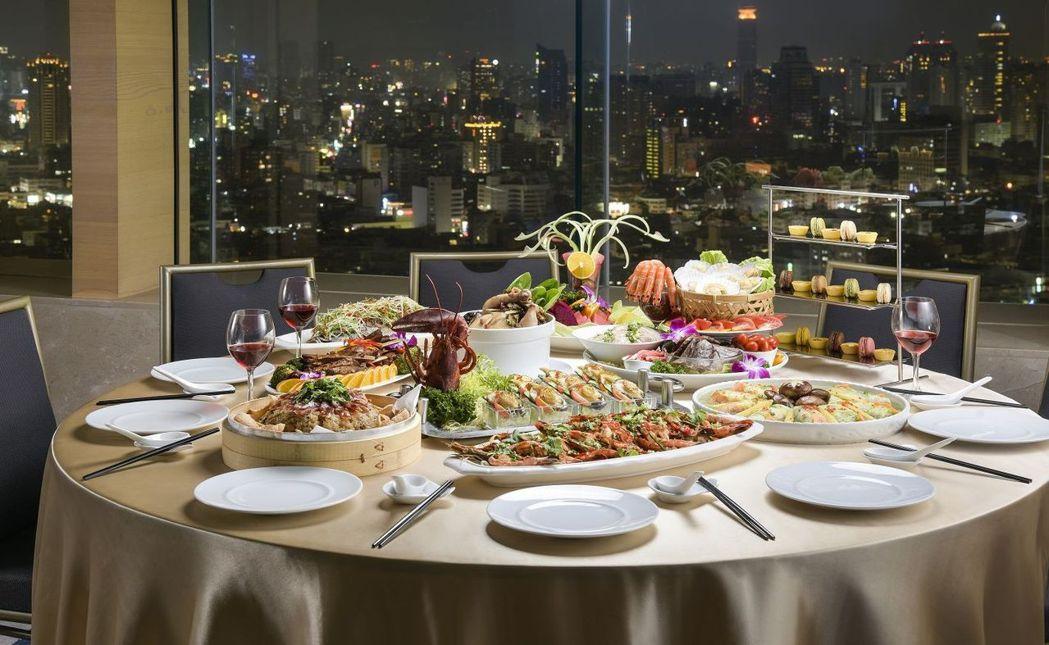 和逸飯店高雄中山館位於30樓的Cozzi THE Roof高空餐廳,提供超澎湃中...