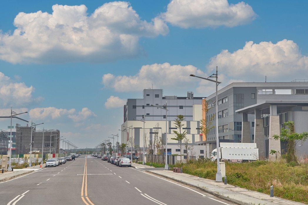 「嘉義史上最大造鎮」距離「馬稠後產業園區」僅約7分鐘車程。 業者/業者