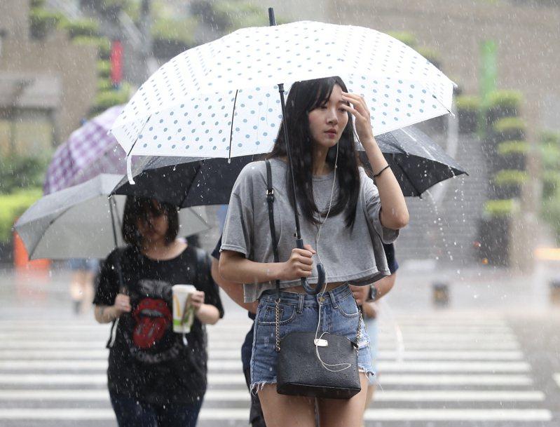 氣象局表示,今天由於鋒面逐漸通過,主要降雨的情況是在凌晨到上半天,以北部地區最多。 圖/聯合報系資料照片