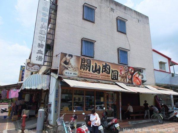 來到關山鎮,這間在當地開了50多年的「關山肉圓」一定不能錯過!
