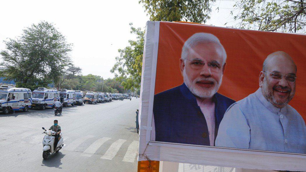 印度總理莫迪(海報圖左)備受國際投資人歡迎,被視為全球地位最穩固的國家領導人之一...