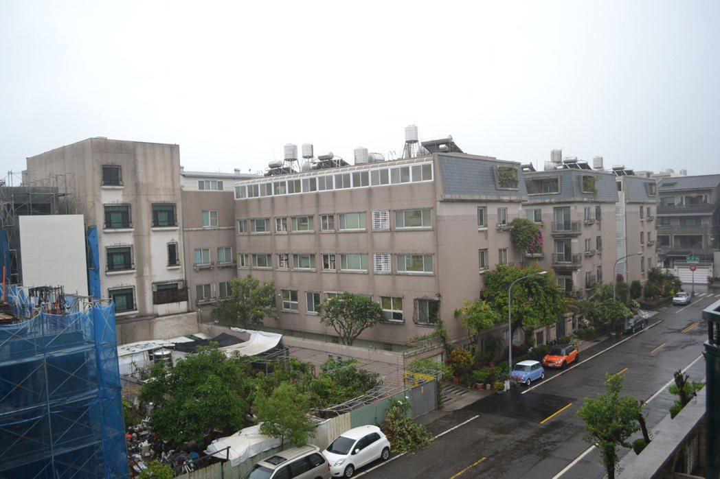台南市區今天清晨下了一場大雨,安平開台天后宮也將在上午舉行祈雨大典,期待天降甘霖...