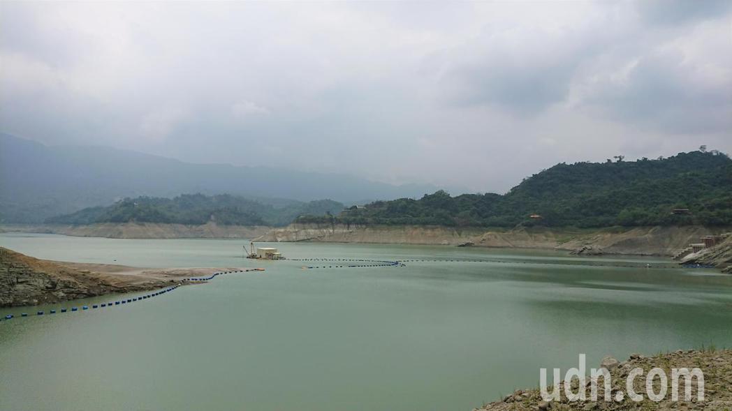 曾文水庫集水區嘉義山區清晨也降雨了,期待為水庫帶來多點進帳。記者吳淑玲/攝影