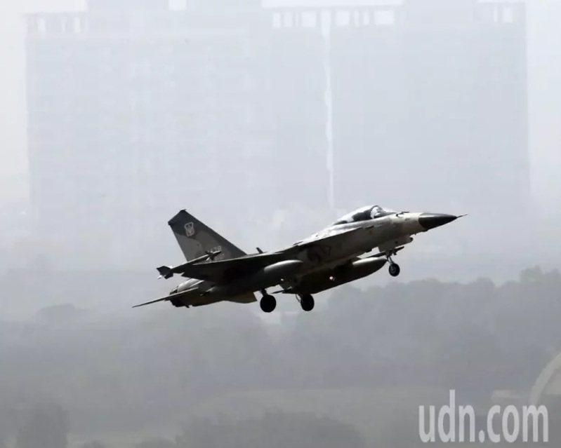 我國的IDF經國號戰機是西南空域空防主力,經常前往驅離入侵我空域的中共軍機。記者劉學聖/攝影