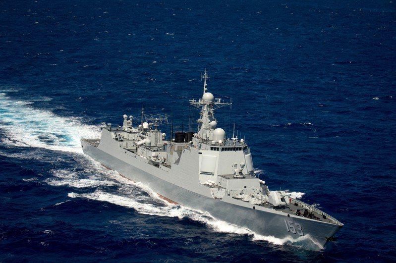 052C驅逐艦首度引進相位陣列雷達,號稱「中華神盾」,共建造6艘。圖/美國海軍檔案照
