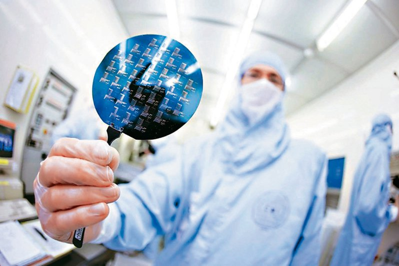 5G、疫情驅動各項智慧應用快速發展,全球半導體市場從材料、代工產能、後段封測全部缺貨的瘋狂現象。圖/聯合報系資料照片