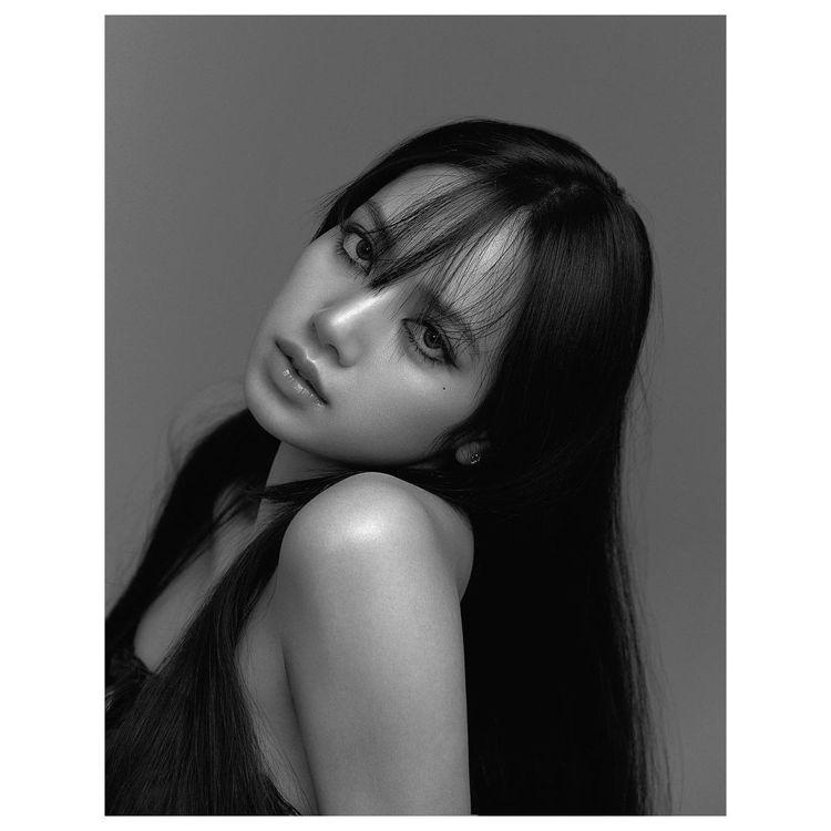 BLACKPINK的Lisa登上日本版VOGUE封面。圖/取自IG