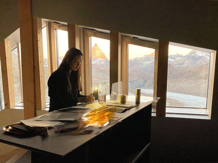 La Prairie萊珀妮藝術家駐村計畫,首位邀請新銳藝術家Carla Chen...