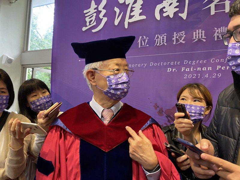 中央銀行前總裁彭淮南接受媒體聯訪。記者陳怡慈/攝影