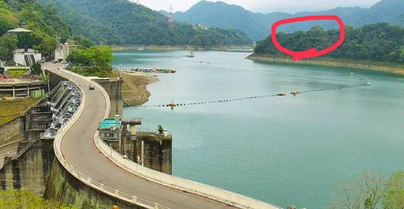 仙島就在石門水庫大壩碼頭對面。記者鄭國樑/翻攝