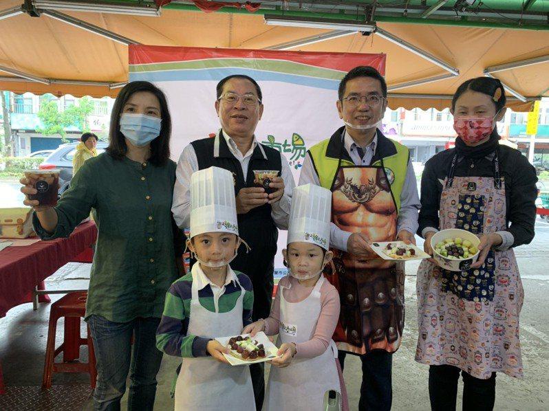 綠九市場於5至7月推親子共廚課程,邀大家動手做水果鬆餅、水餃和一串心。記者林佳彣/攝影