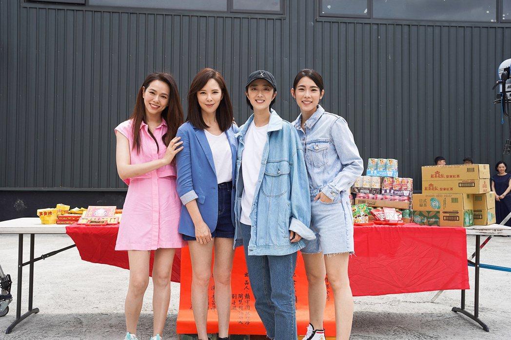 夏于喬(左起)天心、桂綸鎂和林思宇主演「台北女子圖鑑」。圖/格帝集團紅杉娛樂提供