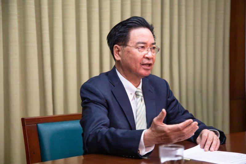 外交部長吳釗燮接受英國媒體專訪,談兩岸關係等議題。圖/外交部提供